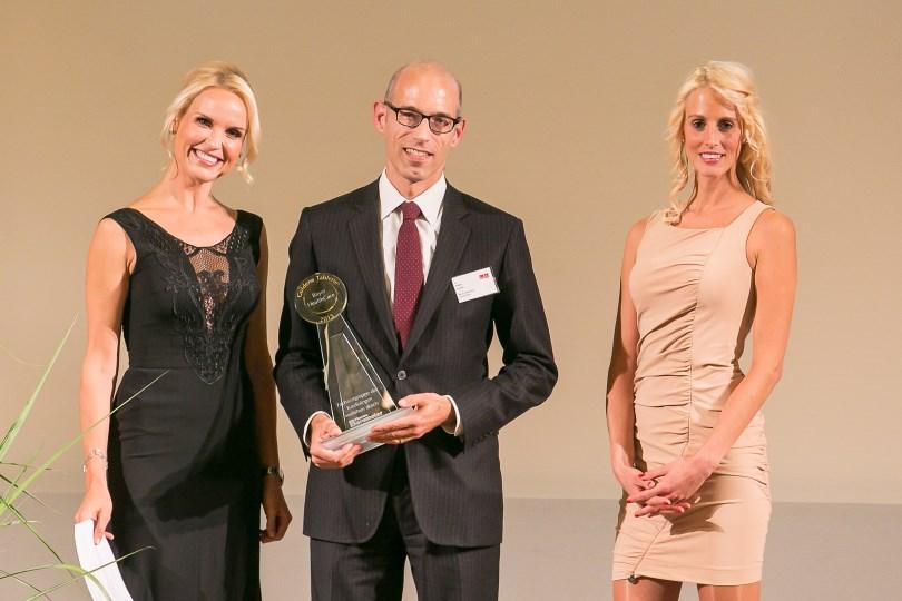Dr. Peter Lührs, Business Unit Head General Medicine Bayer HealthCare, (Mitte) auf der Preisverleihung © Eurecon Verlag / Andreas Schebesta
