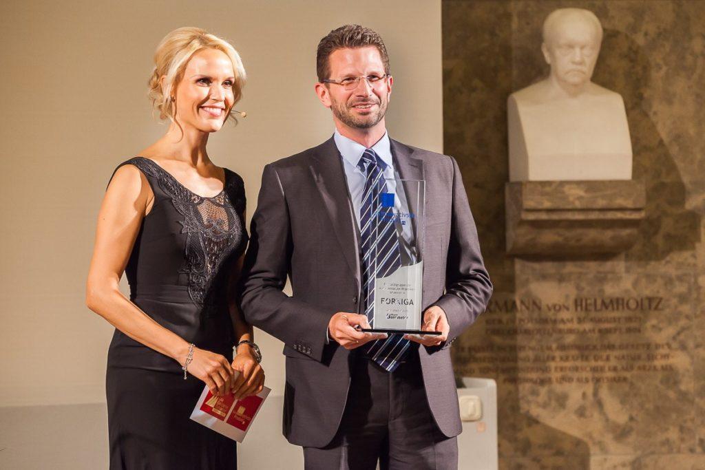 Florian Pickert, Vice President Diabetes AstraZeneca, (r.) auf der Preisverleihung © Eurecon Verlag / Andreas Schebesta