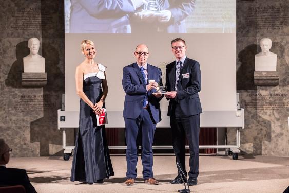 Dr. Dirk Schilling, Produktgruppenleiter und Dr. Dominik Vogt, Produktmanager InfectoPharm